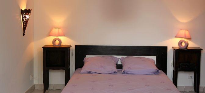 La chambre de la location meublée type F2