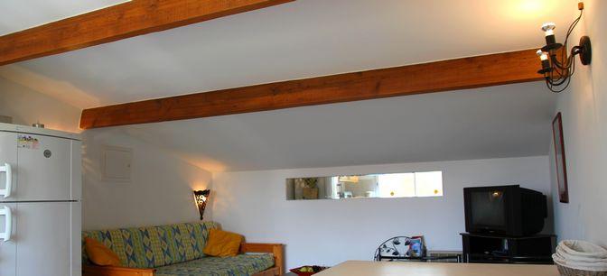 l'intérieur de la location meublée type F2 dans l'Hérault