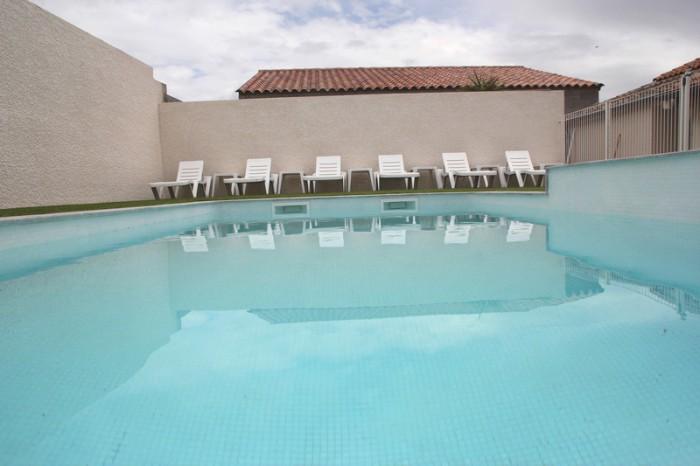 baignade dans la piscine de la location