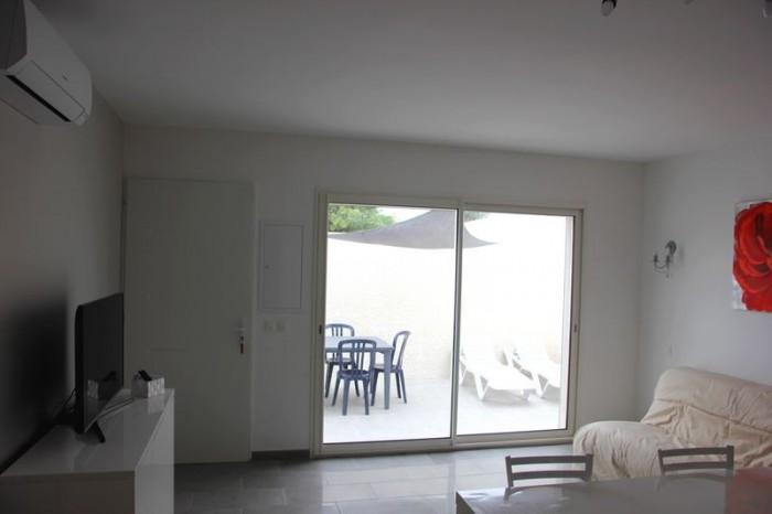 baie vitrée allant sur la terrasse