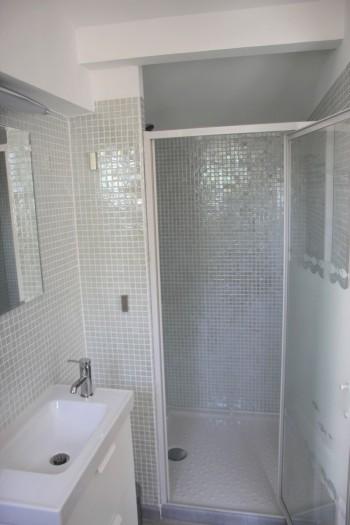 salle de bains du studio de vacances dans l'Hérault